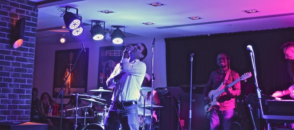 Covering Micheal Jackson's Beat it - Jazz Cafe - Dubai, United Arab Emirates